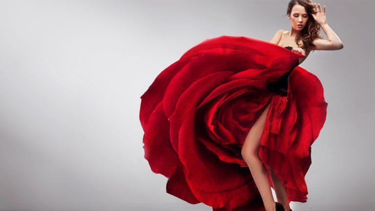 Cum sa porti o rochie rosie si sa arati grozav